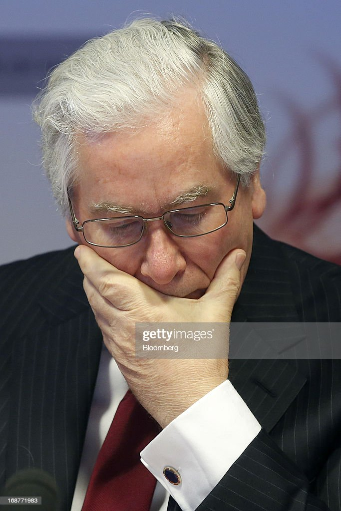 <a gi-track='captionPersonalityLinkClicked' href=/galleries/search?phrase=Mervyn+King+-+Economist&family=editorial&specificpeople=14888473 ng-click='$event.stopPropagation()'>Mervyn King</a>, governor of the Bank of England, pauses during the bank's quarterly inflation report news conference at the Bank of England in London, U.K., on Wednesday, May, 15, 2013. The Bank of England raised its forecasts for economic growth and said it may hit its 2 percent inflation target quicker than previously estimated. Photographer: Simon Dawson/Bloomberg via Getty Images