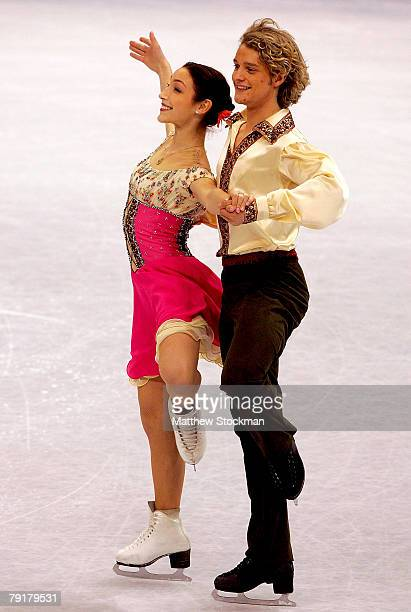 Meryl Davis and Charlie White compete in the compulsory dance during the US Figure Skating Championships January 23 2008 at the Xcel Energy Center in...