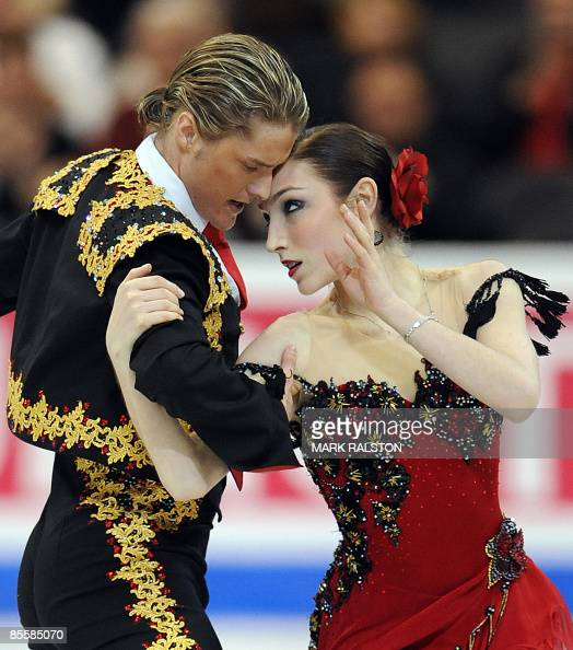Meryl Davis and Charlie White from USA perform during the Ice Dance Compulsory Dance event of the 2009 World Figure skating Championships at the...