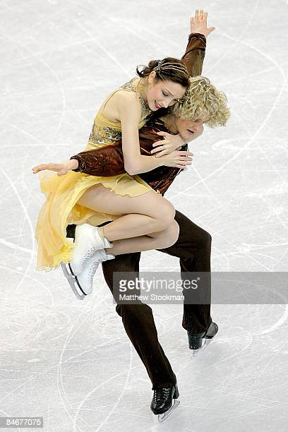 Meryl Davis and Charlie White of the United States skate in the Dance Free Skate during the ISU Four Continents Figure Skating Championships at...