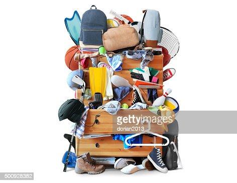 Chaotisch Schrank mit verstreuten Kleidung : Stock-Foto