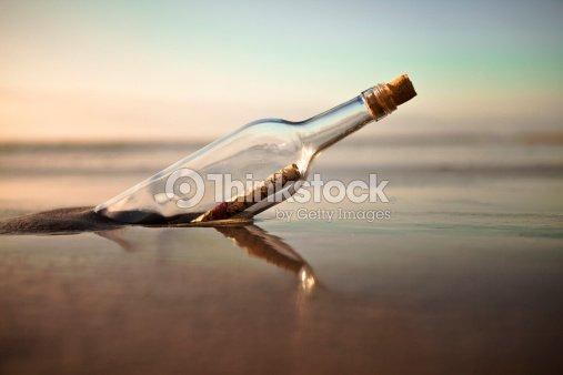 new photos sale online great prices Mensaje En Una Botella Foto de stock | Thinkstock
