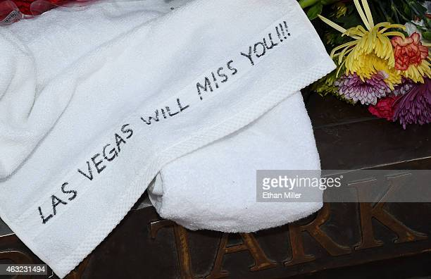 A message is written on a towel placed at a statue of Jerry Tarkanian outside the Thomas Mack Center at UNLV during a gathering of fans for the...
