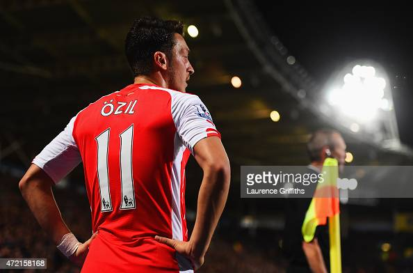 Mesut Oezil of Arsenal prepares to take a corner kick during the Barclays Premier League match between Hull City and Arsenal at KC Stadium on May 4...