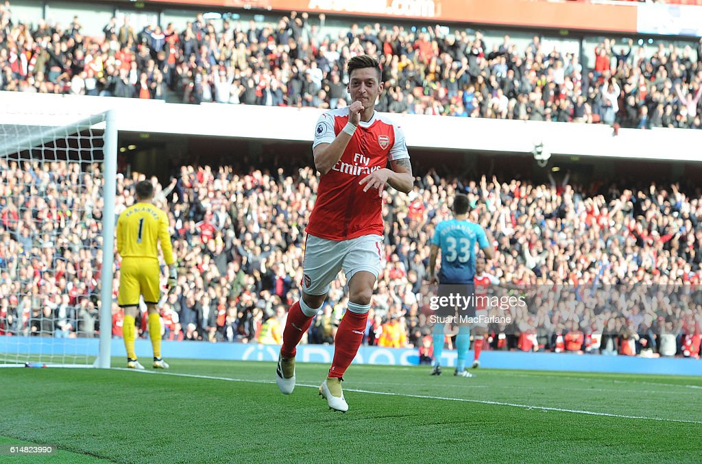 Mesut Ozil celebrates scoring the 3rd Arsenal goal during the Premier League match between Arsenal and Swansea City at Emirates Stadium on October 15, 2016 in London, England.