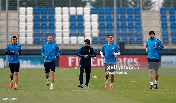 Mesut Ozil Karim Benzema assistant coach Rui Faria Cristiano Ronaldo and Raul Albiol of Real Madrid warm up during a training session ahead of the...