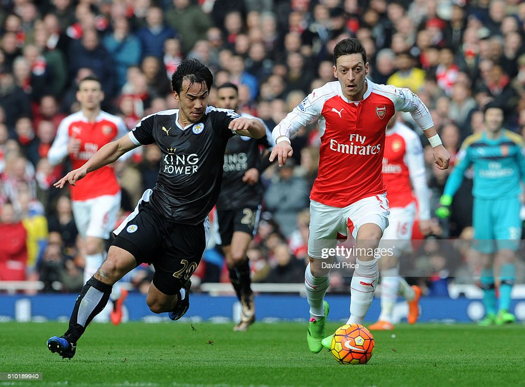 Mesut Ozil of Arsenal takes on <a gi-track='captionPersonalityLinkClicked' href=/galleries/search?phrase=Shinji+Okazaki&family=editorial&specificpeople=4320771 ng-click='$event.stopPropagation()'>Shinji Okazaki</a> of Leicester during the Barclays Premier League match between Arsenal and Leicester City at Emirates Stadium on February 14th, 2016 in London, England