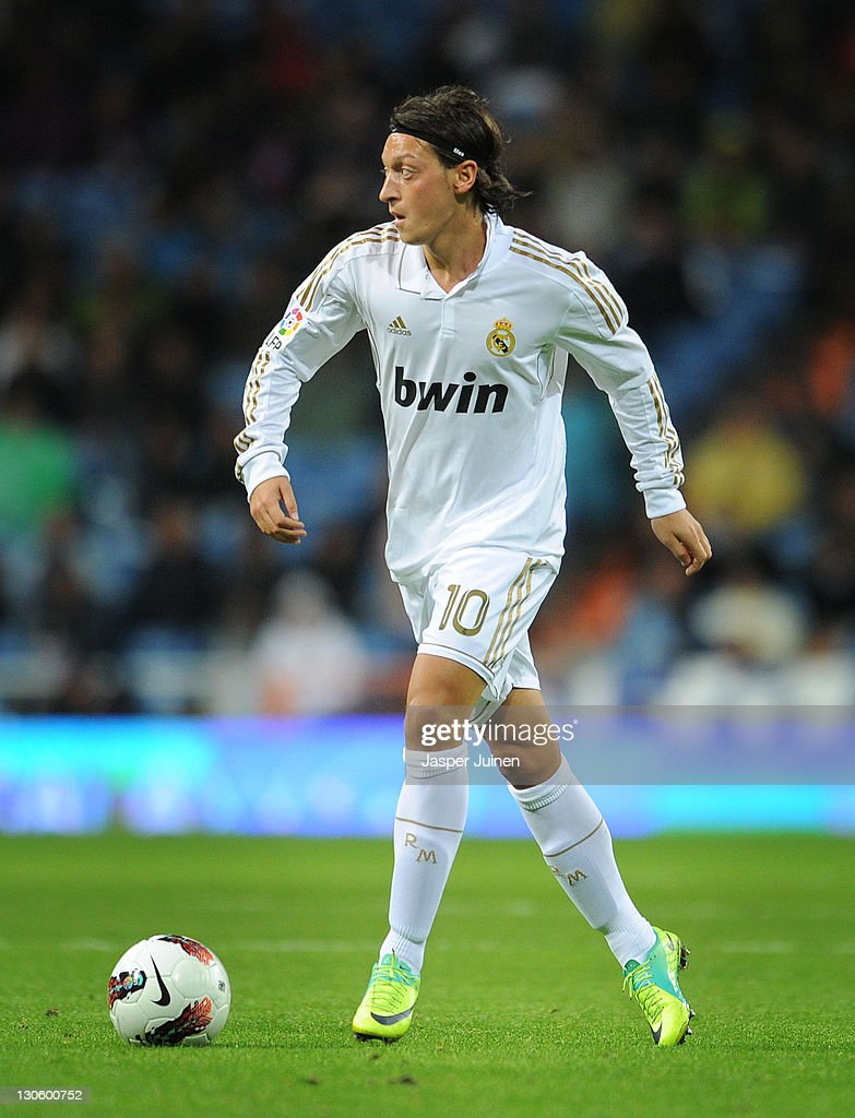 Mesut Ozil of Real Madrid runs with the ball during the la Liga match between Real Madrid and Villarreal at the Estadio Santiago Bernabeu on October 26, 2011 in Madrid, Spain.