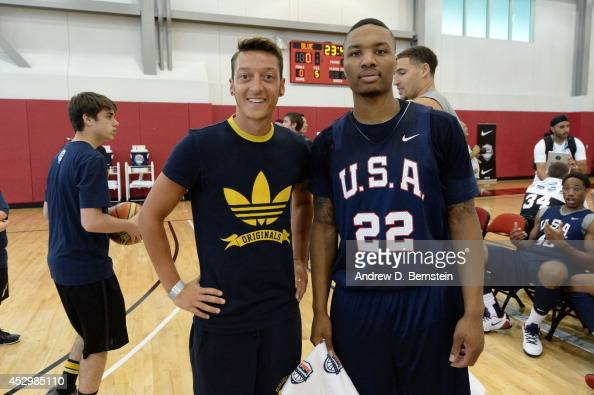 ¿Cuánto mide Damian Lillard? - Real height Mesut-zil-of-the-german-national-soccer-team-and-damian-lillard-of-picture-id452985110?s=594x594