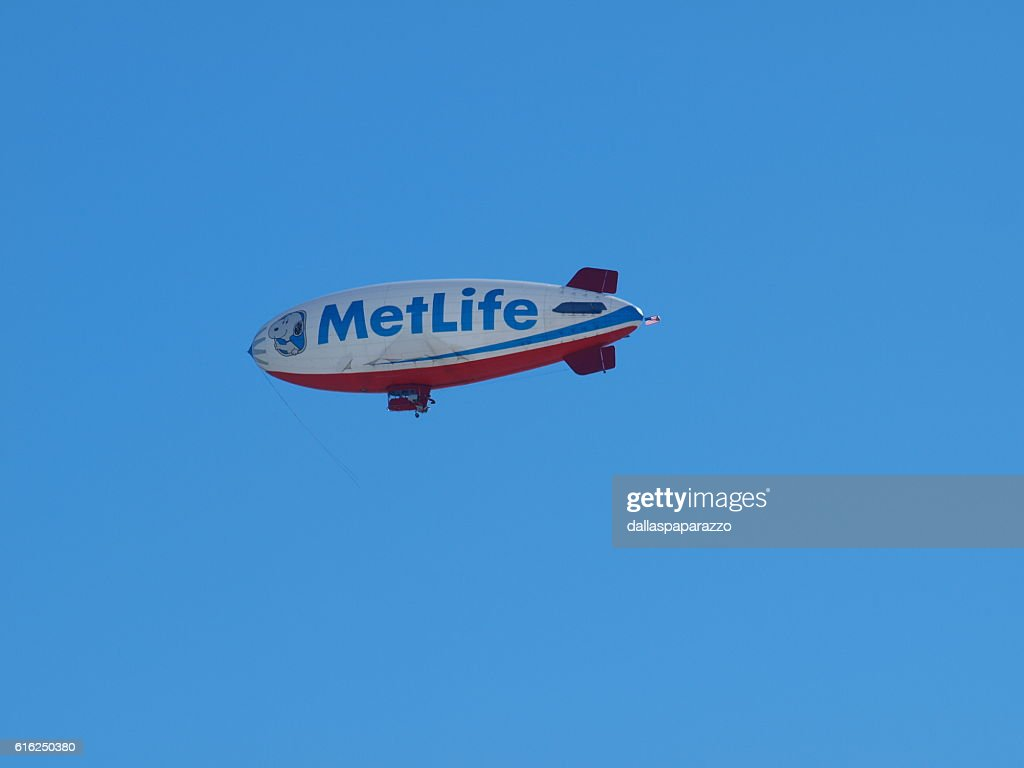 Met Life Blimp Snoopy : Stock Photo