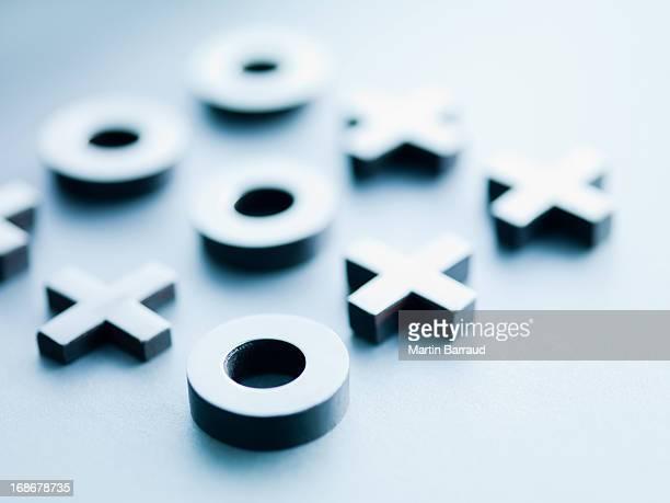 Metallo tic-tac-toe pezzi