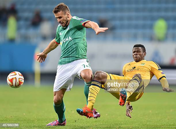 Metalist Kharkiv's Brazilian forward Jaja challenges Legia Warsaw's Portuguese forward Orlando Sa during the UEFA Europa League group L football...