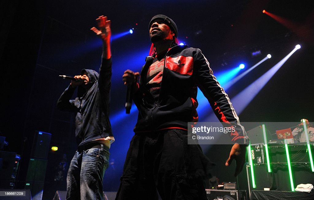 Method Man and Redman perform on stage during the Superstars Of Hip Hop concert at Eventim Apollo, Hammersmith on November 2, 2013 in London, United Kingdom.