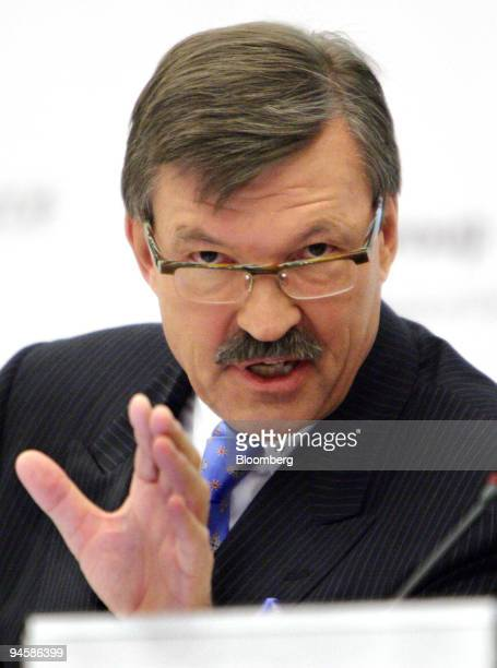 Metro Group Chief Executive Officer HansJoachim Koerber speaks at a press conference in Dusseldorf Germany Wednesday March 21 2007 Metro AG Germany's...