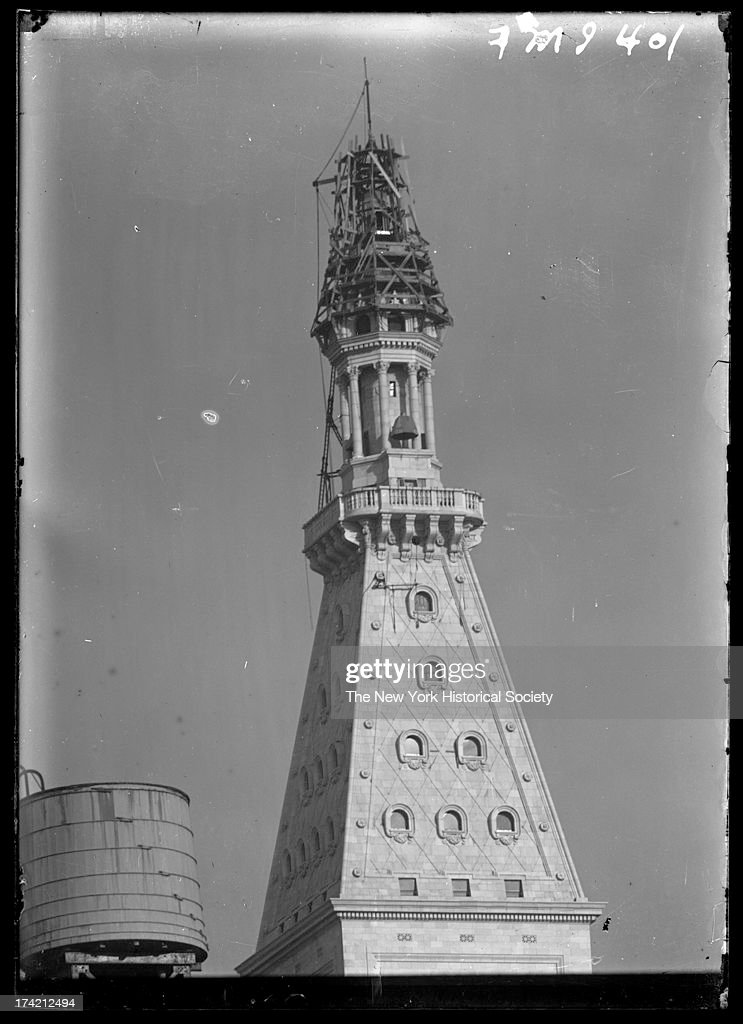 Metropolitan Life Insurance Company Building under construction, 24th Street and Madison Avenue, close angle on top of tower, New York, New York, July 1908.