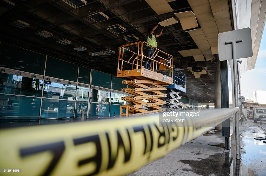 A metropolitan municipal employee works in the cordoned off area at Ataturk airport's International airport on June 29, 2016, a day after a suicide bombing and gun attack targeted Istanbul's airport, killing at least 36 people. A triple suicide bombing and gun attack that occurred on June 28, 2016 at Istanbul's Ataturk airport has killed at least 36 people, including foreigners, with Turkey's prime minister saying early signs pointed to an assault by the Islamic State group. / AFP / OZAN