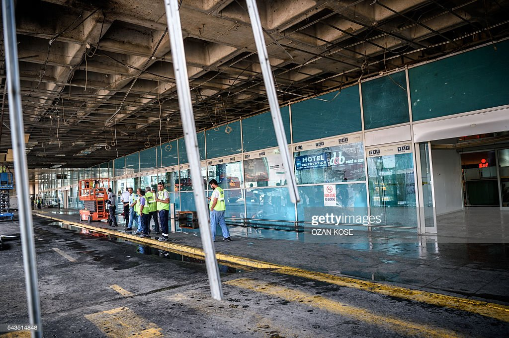 Metropolitan municipality employees and airport employess work at the explosions and attacks site outside Ataturk airport's international arrivals terminal on June 29, 2016, a day after a suicide bombing and gun attack targeted Istanbul's airport, killing at least 36 people. A triple suicide bombing and gun attack that occurred on June 28, 2016 at Istanbul's Ataturk airport has killed at least 36 people, including foreigners, with Turkey's prime minister saying early signs pointed to an assault by the Islamic State group. / AFP / OZAN