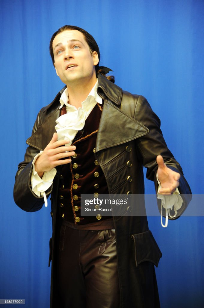 Metropolitan Opera star Alek Shrader performs 'The Barber Of Seville' at the Kravis Children's Hospital at Mount Sinai Medical Center on December 19, 2012 in New York City.