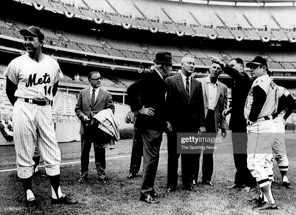 Mets manager <a gi-track='captionPersonalityLinkClicked' href=/galleries/search?phrase=Gil+Hodges&family=editorial&specificpeople=93462 ng-click='$event.stopPropagation()'>Gil Hodges</a> (L), Who knows Shea Stadium groundrules, stands aside as Baltimore manager <a gi-track='captionPersonalityLinkClicked' href=/galleries/search?phrase=Earl+Weaver&family=editorial&specificpeople=213180 ng-click='$event.stopPropagation()'>Earl Weaver</a> listens to a cluster of umpires and officials outline rules of the park as the World Series came to New York on October 14, 1969 in the Flushing neighboorhood of the Queens Borough of New York City..