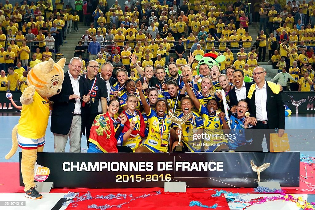 Metz celebrate at the end of the game during the french female handball league final between Metz and Fleury Les Aubrais on May 28, 2016 in Metz, France.