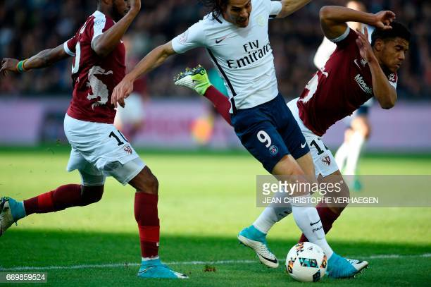 Metz' French defender Matthieu Udol vies for the ball with Paris SaintGermain's Uruguayan forward Edinson Cavani during the French L1 football match...
