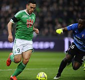 Metz' French Gabonese goalkeeper Anthony Mfa Mezui vies for the ball with St Etienne's Turkish forward Mevlut Erding during the French L1 football...