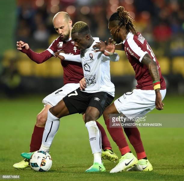 Metz' French midfielder Renaud Cohade and Metz' Cameroonian midfielder Georges Mandjeck vie for the ball with Caen's French forward Yann Karamoh...