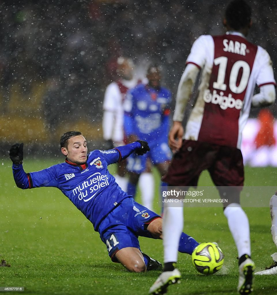 Metz's French midfielder Bouna Sarr (R) vies for the ball with Nice's French midfielder Eric Bautheac during the French L1 football match between Metz and Nice at Saint Symphorien stadium in Metz, eastern France, on January 31, 2015.