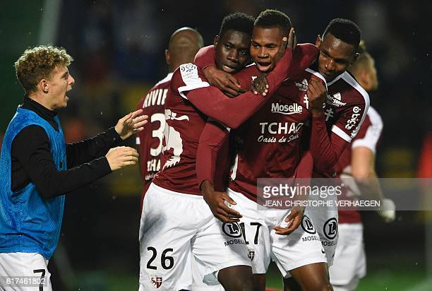 Metz's players celebrate after scoring during the French L1 football match between Metz and Nice on October 23 2016 at Saint Symphorien stadium in...