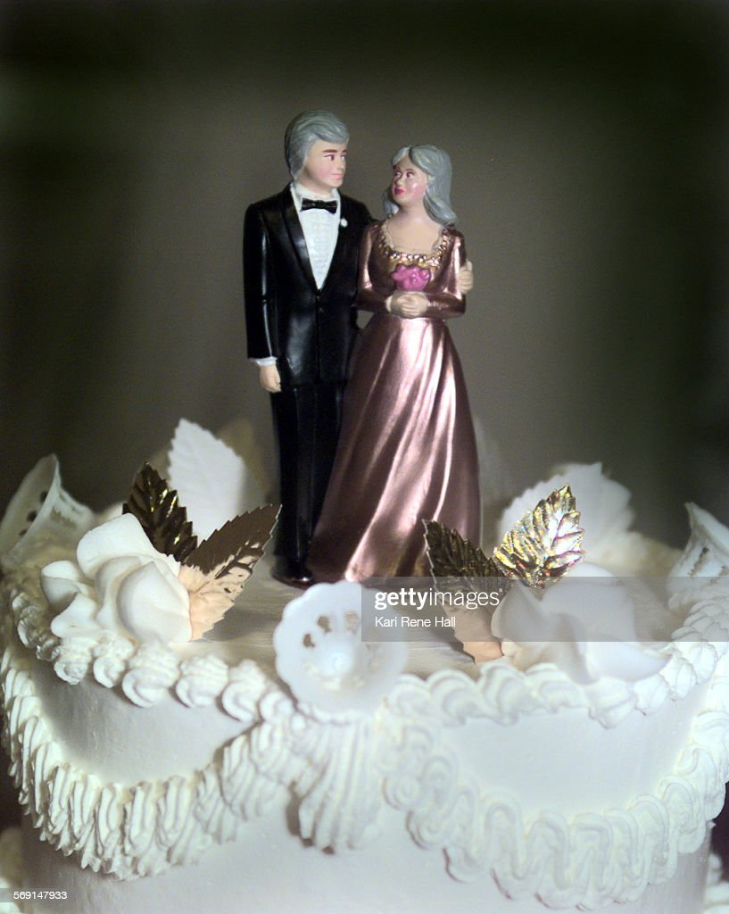 MEVowsEXTRAD061898KRH––Thursday afternoon 26 couples renewed their wedding vows at the Sequoia Atheltic Club in Buena Park The cake is topped with a...