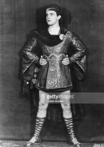 Mexican actor Ramon Novarro plays the Jewish prince Judah BenHur in the silent film version of Lew Wallace's novel 'BenHur A Tale of the Christ' The...