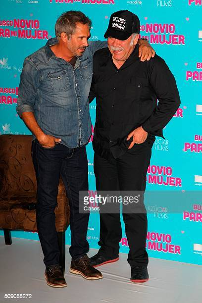 Mexican actors Arath de la Torre and Jesus Ochoa pose for pictures during a press conference of the film 'Busco novio para mi mujer' at Universidad...