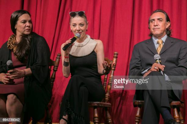 Mexican actors Edith Gonzalez Claudia Rios and Luis Felipe Tovar speak during the press conference to announce the play 'Un Dia Particular' at San...