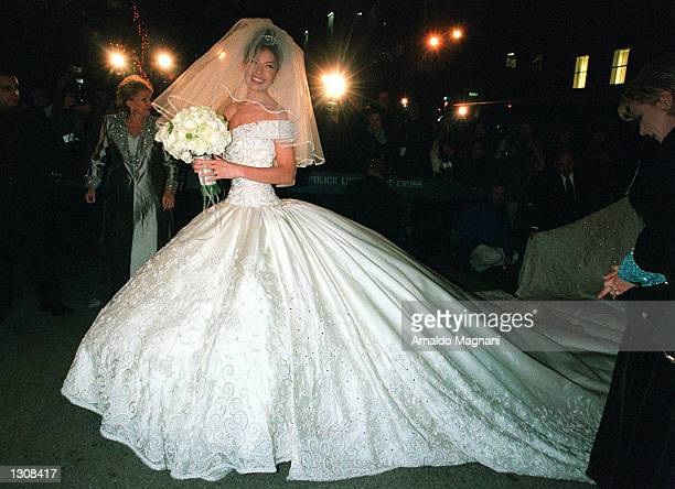 Mexican actress and singer Thalia arrives at the St Patricks Cathedral before her marriage to Tommy Mottola December 2 2000 in New York City