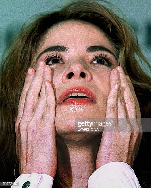 Mexican actress Gloria Trevi wipes away tears during a press conference 05 December 2000 in Brazilia La actriz mexicana Gloria Trevi seca sus...