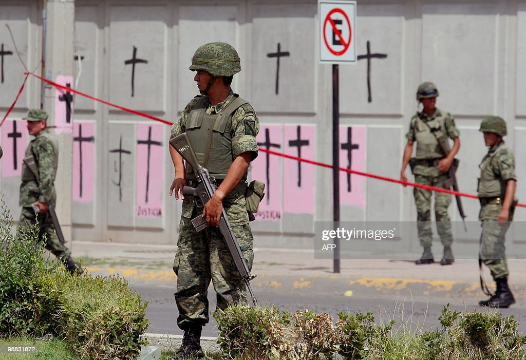 Mexican Army soldiers secure the site were the two Federal Police officers were murdered in Ciudad Juarez Mexico on September 15 2009 Mexican...