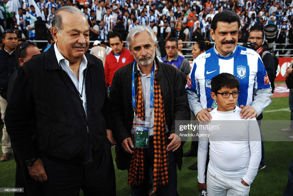 Mexican Billionaire Carlos Slim (L) is see during the Liga BBVA Bancomer MX (Mexican Soccer League) final match between Pachuca and Leon at Hidalgo Stadium on May 18, 2014 in Pachuca, Mexico.