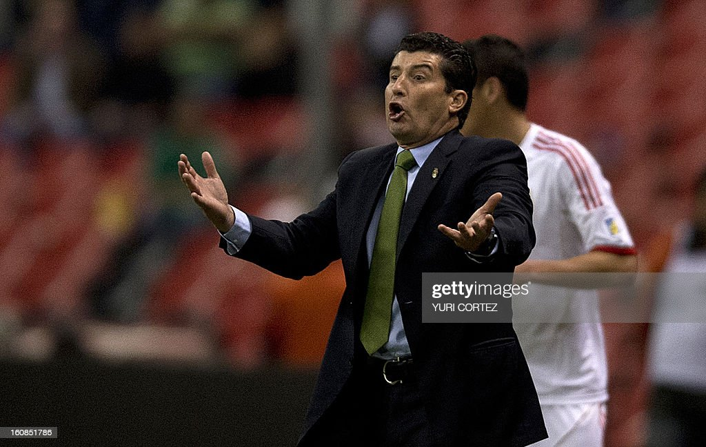 Mexican coach Jose Manuel De La Torre gestures during their their Brazil-2014 FIFA World Cup CONCACAF football qualifier match against Jamaica at the Azteca stadium in Mexico City, on February 6, 2013.