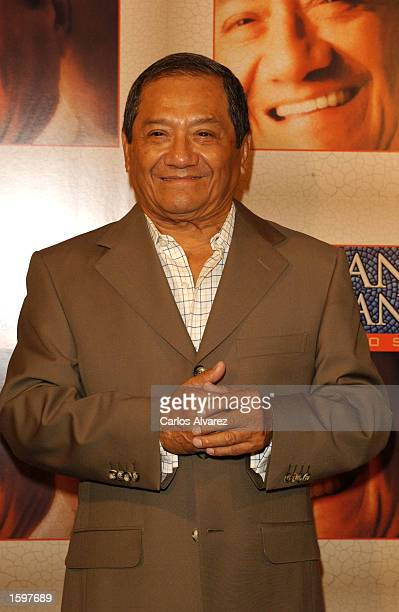 Mexican composer and singer Armando Manzanero attends the presentation of his new album called 'Duetos' at Gaviria Palace November 7 2002 in Madrid...