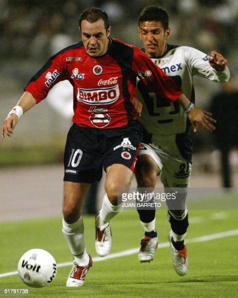 Mexican Cuauntemo Blanco of Veracruz fights for the ball with Jaime Lozano of Pumas during a matcj in Mexico city 24 November 2004 AFP PHOTO/Juan...
