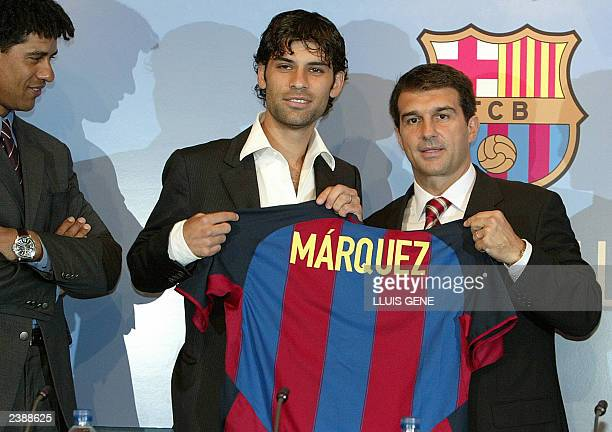 Mexican defender Rafael Marquez poses with FC Barcelona's President Joan Laporta and FC Barcelona's coach Franck Rijkaard during his official...