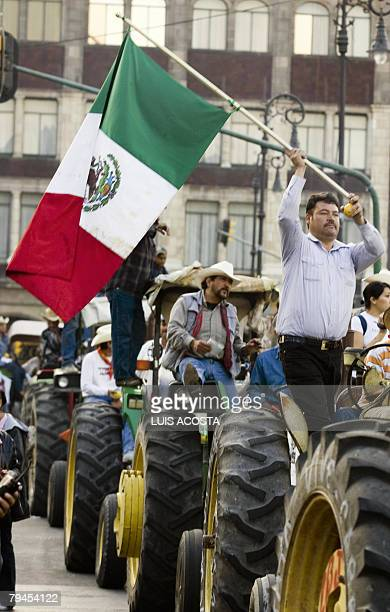 Mexican farmers take part 31 January 2008 in Mexico City in a march of hundreds of corn producers protesting against the NAFTA which liberates the...