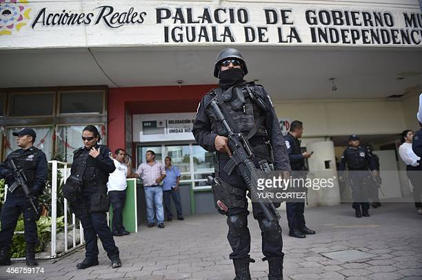 Mexican Federal policemen patrol outside the Municipal Palace in Iguala Guerrero state Mexico on October 6 2014 Mexican federal forces disarmed a...