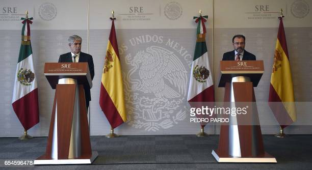 Mexican Foreign Minister Luis Videgaray and Spain's Minister of Foreign Affairs and Cooperation Alfonso Dastis deliver a message to the media at the...