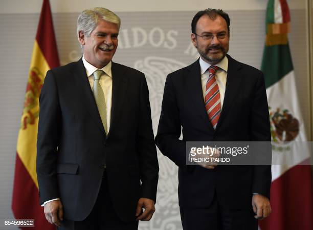 Mexican Foreign Minister Luis Videgaray and Spain's Minister of Foreign Affairs and Cooperation Alfonso Dastis pose at the Mexican Foreign Ministry...