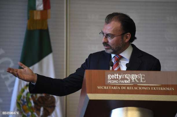 Mexican Foreign Minister Luis Videgaray delivers a message to the media at the Mexican Foreign Ministry building on March 17 2017 in Mexico City /...