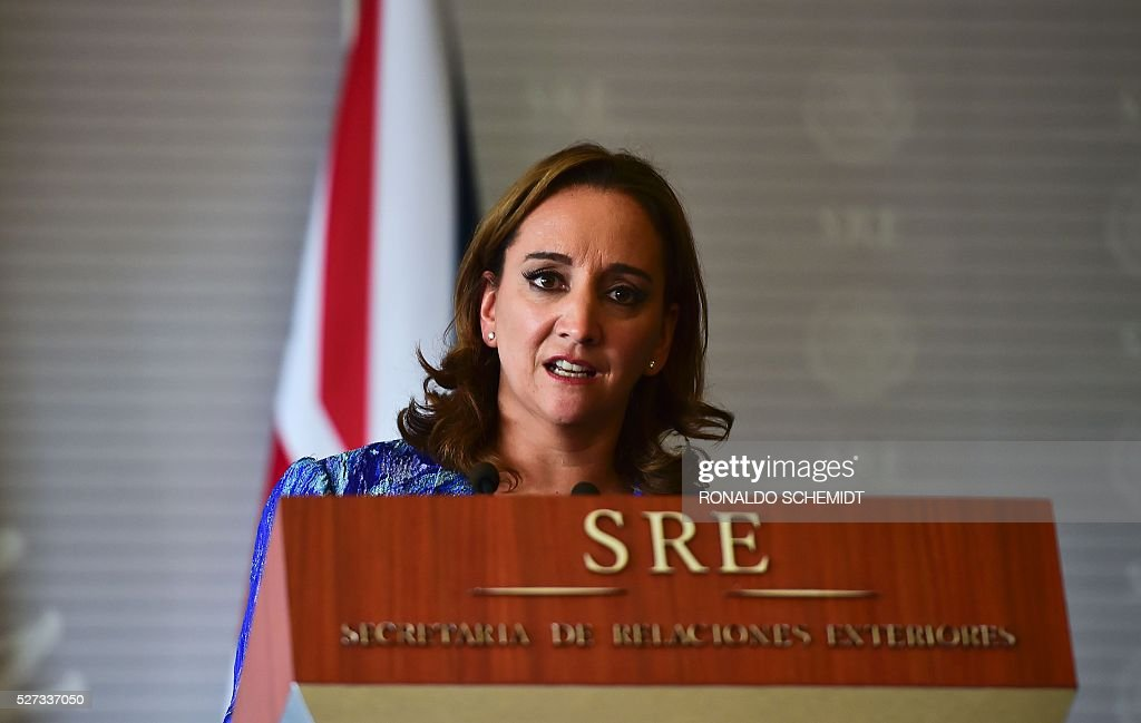 Mexican Foreign Secretary Claudia Ruiz delivers a joint press conference with her British counterpart Philip Hammond (out of frame) at the Foreign Affairs Secretariat, in Mexico City on May 2, 2016. / AFP / RONALDO