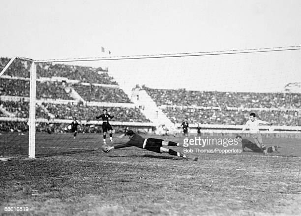 Mexican goalkeeper Oscar Bonfiglio is at full stretch to save a shot from Argentinian striker Guillermo Stabile during the FIFA World Cup match at...
