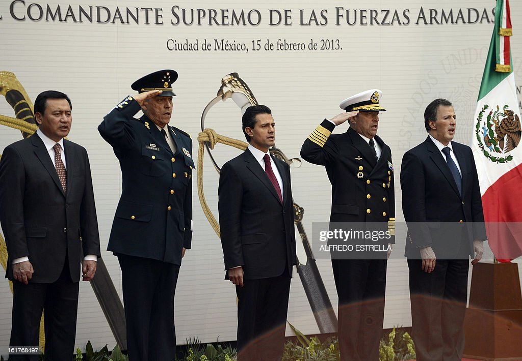 Mexican Interior Minister Miguel Osorio, Defence Secretary General Salvador Cienfuegos, Mexican President Enrique Pena Nieto, Secretary of the Mexican Army Francisco Soberon and Foreign Minister Jose Antonio Meade, take part in the ceremony known as the 'Delivery of the Sword and Sabre to the President of Mexico and Supreme Commander of the Armed Forces', at the National Palace in Mexico City, on February 15, 2013. AFP PHOTO/Alfredo ESTRELLA