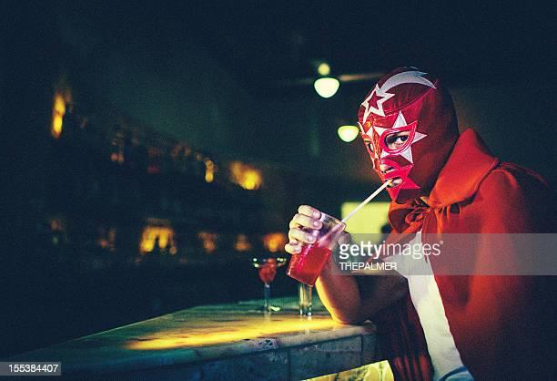 Mexicaine luchador dans un bar